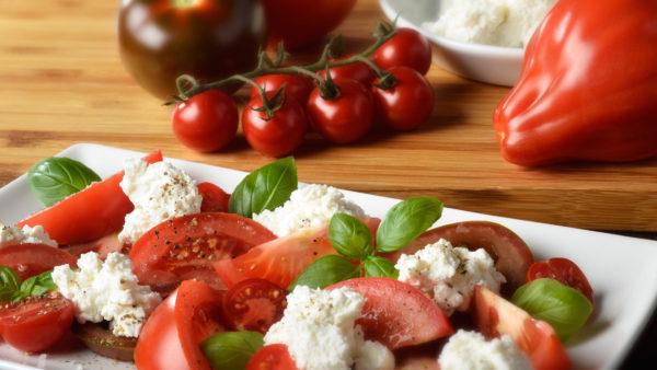 Foodfotografie: Tomatensalat richtig gestylt und fotografiert kann so lecker und appetitlich aussehen.