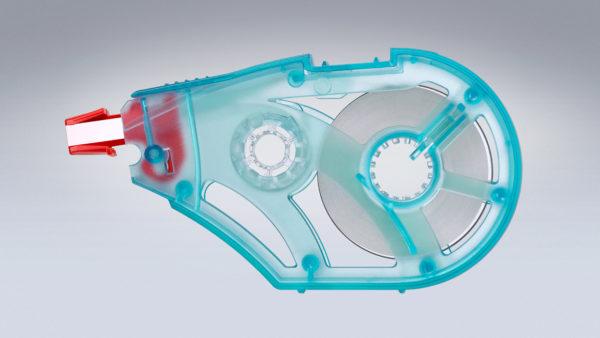 Pack-Shot bezeichnet die technische, saubere Fotografie eines Produktes, hier z. B. die Makroaufnahme einer Nachfüllkassette eines Kleberollers der Firma Henkel.