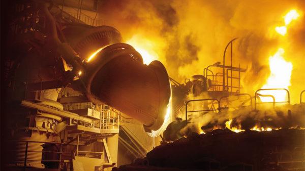 Industriefotografie: Spannend, schmutzig und mitunter sehr heiß. Ein perfektes Beispiel ist das professionelle Foto eines Hochofens mit Wärmerückgewinnungsanlage.